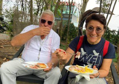 Erich Kustatscher e la moglie Donatella Ricci, nostro Socia, una donna che è entrata di diritto nella storia del volo raggiungendo l'altezza di 27.556 piedi, pari a 8.399 metri con il suo autogiro Magni M16 e ottenendo cosi ben nove record mondiali!